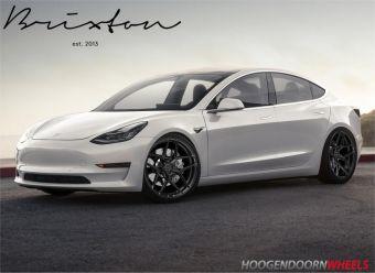 Brixton RF7 Satin Black gemonteerd onder een Tesla 3