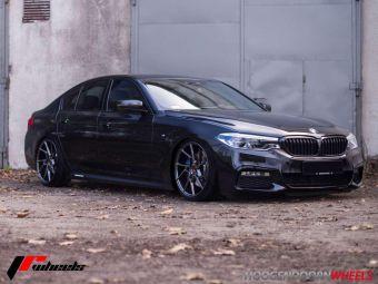 JR WHEELS JR33 GEMONTEERD IN 19 INCH HYPER BLACK GEMONTEERD ONDER EEN BMW 5 SERIE