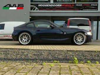 AVUS RACING AC-MB4 VELGEN IN HYPER SILVER BREEDSET GEMONTEERD ONDER EEN BMW Z4