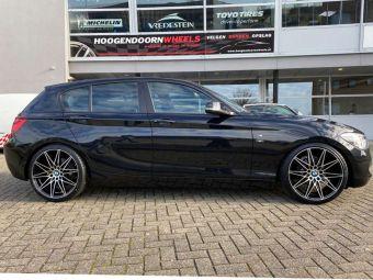 AVUS AC-MB5 BLACK POLISHED IN 19 INCH BREEDSET GEMONTEERD ONDER EEN BMW 1 SERIE (F20)(F21)