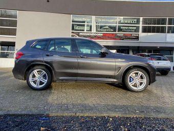 AVUS RACING AF15 DARK SILVER IN 19 INCH MET WINTERBANDEN GEMONTEERD ONDER EEN BMW X3