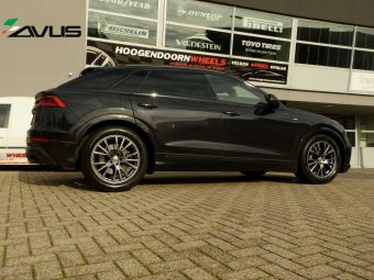 AVUS WHEELS AF18 HIGH PERFORMANCE20 INCH WINTERSET GEMONTEERD ONDER EEN AUDI Q8