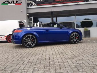 AVUS DEDICATED AF18 IN BLACK POLISHED EN 20 INCH GEMONTEERD ONDER EEN AUDI TT S CABRIO