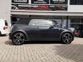 GMP ITALY WHEELS 17 INCH IN BLACK POLISHED GEMONTEERD ONDER EEN MINI