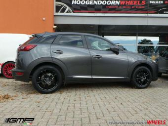 GMP WHEELS EASY R IN 17 INCH BLACK GEMONTEERD MET WINTERBANDENONDER EEN MAZDA CX-3