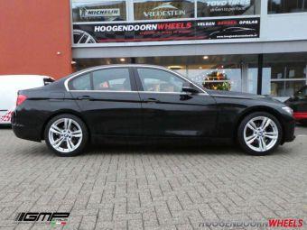 GMP WHEELS DEDICATED REVEN BMW 17 INCH ZILVER MET WINTERBANDEN GEMONTEERD ONDER EEN BMW 3 SERIE