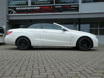 GMP WHEELS STELLAR 18 INCH IN BLACK POLISHED LIP GEMONTEERD ONDER MERCEDES E-KLASSE