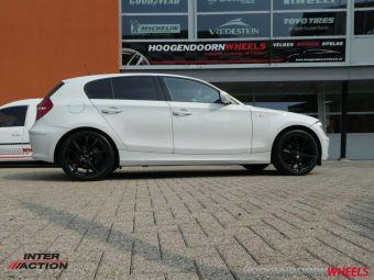 INTER ACTION PULSAR BLACK IN 17 INCH GEMONTEERD ONDER EEN BMW 1 SERIE