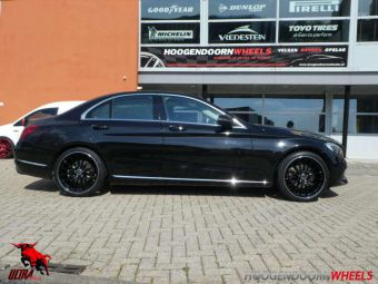 ULTRA WHEELS SPEED DEDICATED OEM MERCEDES GEMONTEERD ONDER EEN MERCEDES C KLASSE